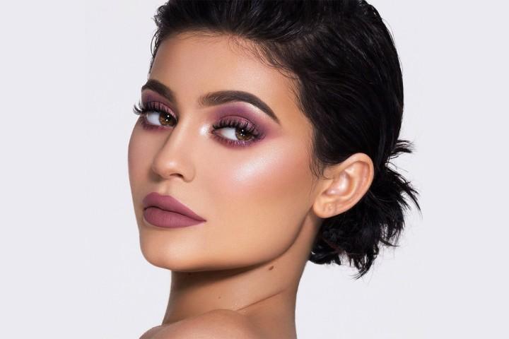 kylie-jenner-makeup-sales-011-1200x800.jpg